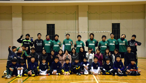 香川県のプラセールフットサルクラブ 三木スポーツ少年団との集合写真